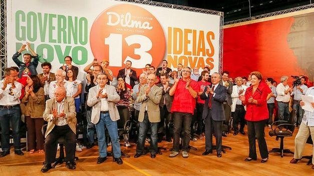 Dilma em ato com políticos e intelectuais em São Paulo